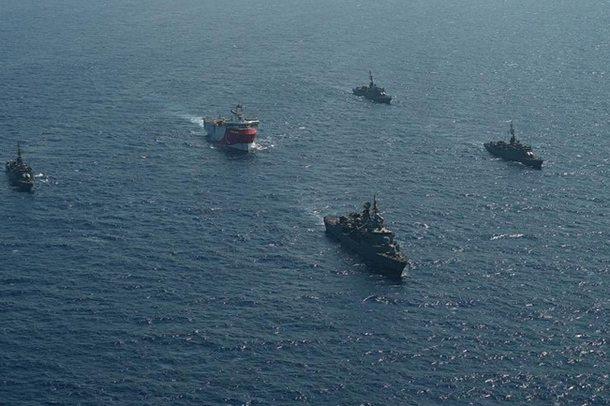 Përplasja në det me Greqinë/ Tërhiqet Turqia, largon anijet