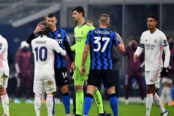 Buzëqesh Reali, Interi me një këmbë në