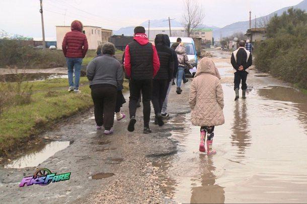 Rruga e fshatit Gjorm e shkatërruar prej vitesh, Bashkia Kurbin: Nuk kemi