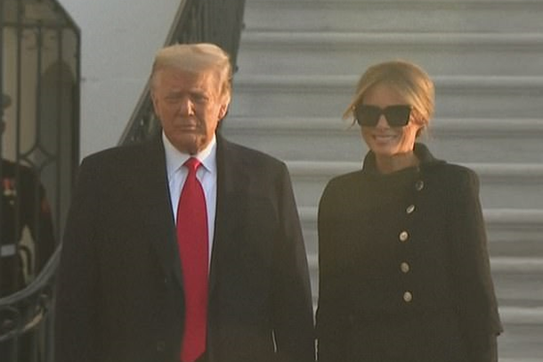 Trump largohet nga Shtëpia e Bardhë, Melania shfaqet e lumtur (FOTO