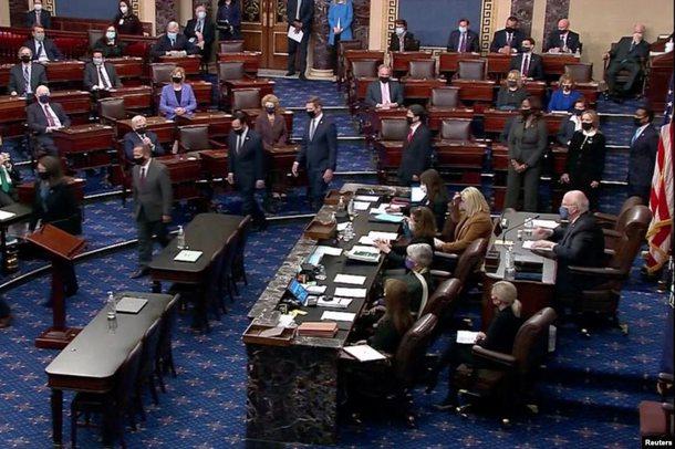 Senati miraton hapjen e gjyqin kundër Trump, edhe republikanët