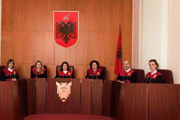 Mediu kundër Komitetit për ndalimin e tubimeve elektorale, debati