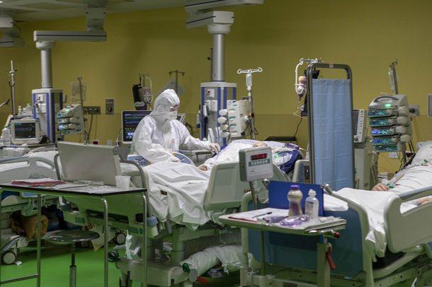 Shifrat e Covid/ Shkurti, muaji më i errët i pandemisë në