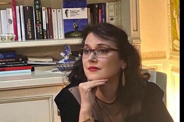 """""""Më keni prekur shpirtin""""/ Vaksinohet shkrimtarja Mira Meksi"""