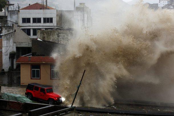 Kina goditet nga një tajfun, mbi 1,6 milion të evakuar