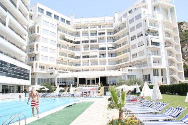 Pandemia mbylli 700 hotele e restorante në Shqipëri