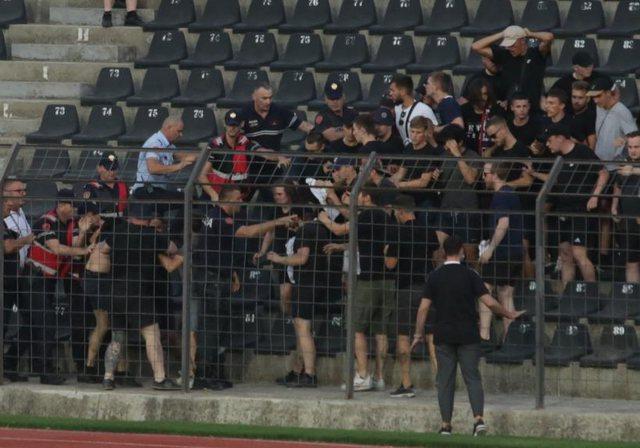 "Plas sherri ""Elbasan Arena""/ Tifozët e Bazel nxirren me"