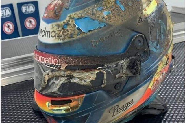 E shkrumbuar nga flakët/ Piloti i F1 publikon foton e kaskës që