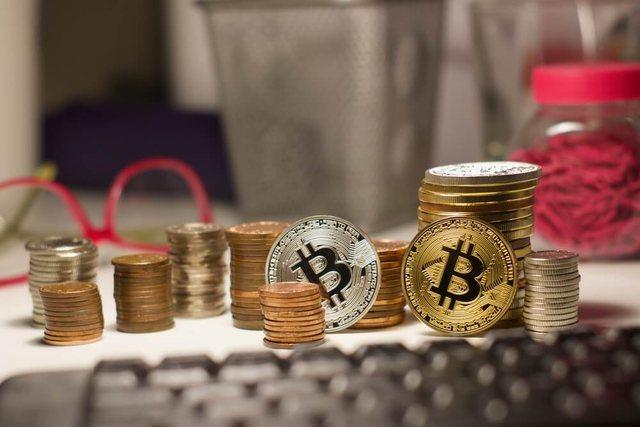 Monedhat e para digjitale krijohen në Shqipëri dhe Kosovë,