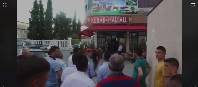 VIDEO/ Plagosja në degën e PD Kavajë, Ndriçim Jonuzi priti