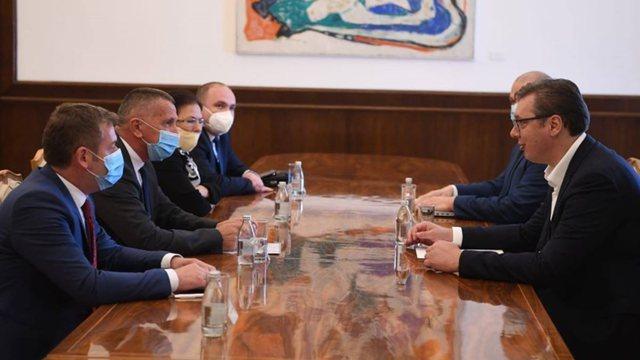 A do ta pranojnë shqiptarët ofertën e Vuçiç
