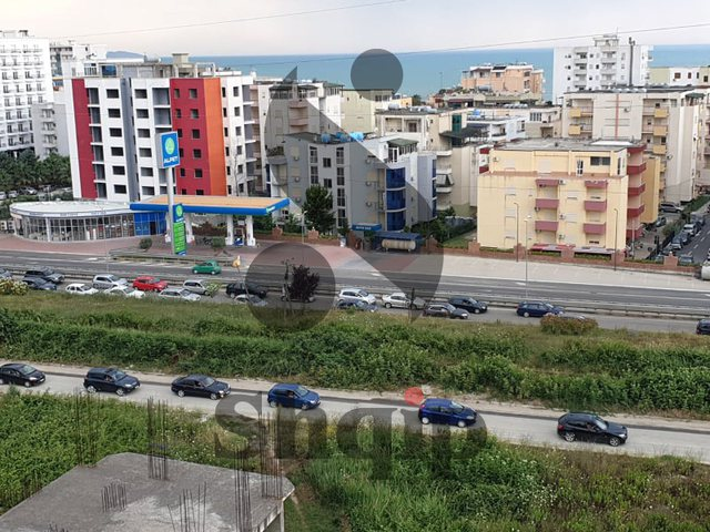 Bllokohet trafiku në Golem, radhë kilometrike për t'u kthyer