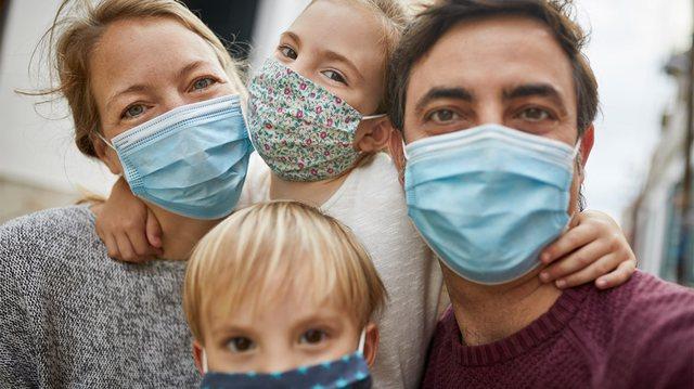 Studimi, maskat që ju mbrojnë më mirë nga Covid
