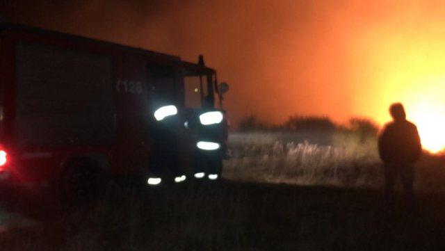 """Zjarr i madh në Durrës, flakët """"përpijnë"""" 3"""