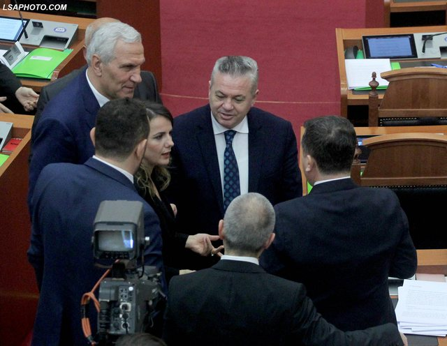 Ulja e pragut/ A po shkon opozita parlamentare drejt një koalicioni