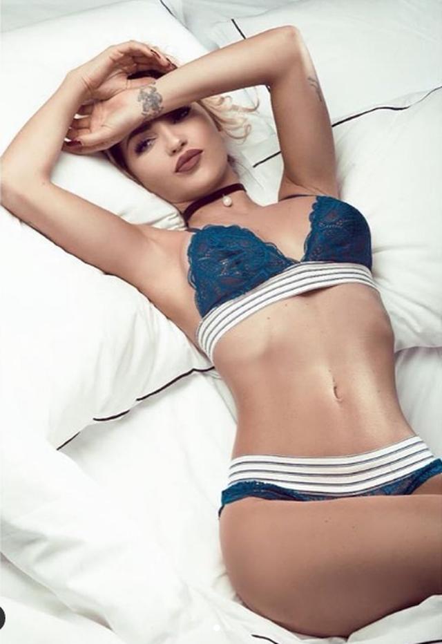 "Roza Lati poston pozat ""hot"" me bikini, por fansat kapin detajin"