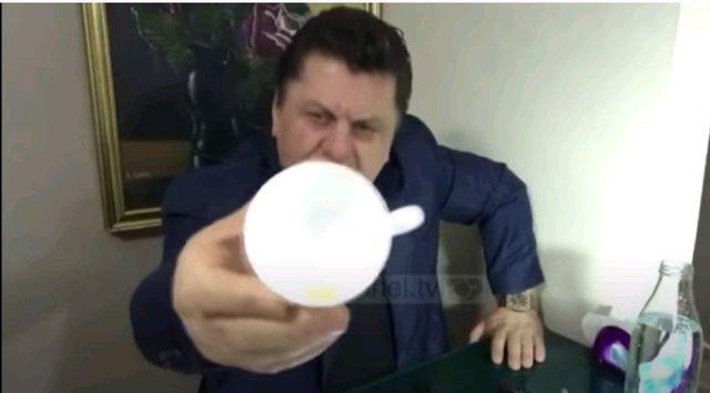 Video/ Mjeku mashtrues u kap nga dy agjentët e policisë: Unë