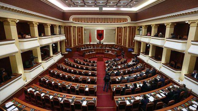 Parlament i përgjysmuar/ Ndryshimet që nga koha e Ismail Qemalit e