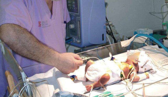 Mrekullia ndodh Peru/ Me Covid dhe 580 gramë, fëmija mbijeton (foto)