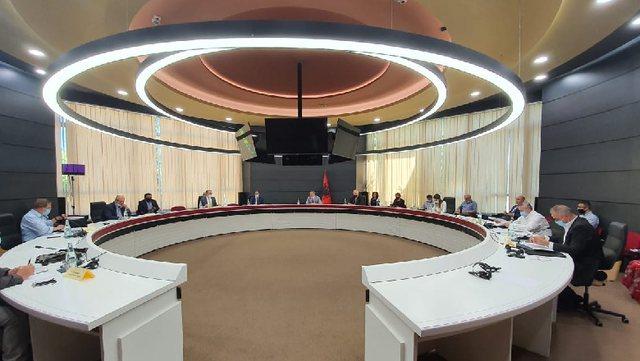 """Sherri për Kushtetutën/ Juristi Hazizaj për """"Shqip"""":"""