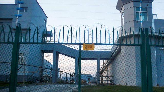 Covid-19/ Kina i fut me detyrim ujgurët për të prodhuar në