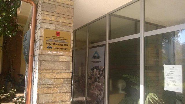 Covid-19, frikë në Kadastrën e Durrësit/ 2 punonjëse