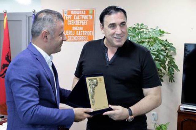 Flet Enver Idrizi, shqiptari që ka rrahur 2 herë Chuck Norris: Ai dhe