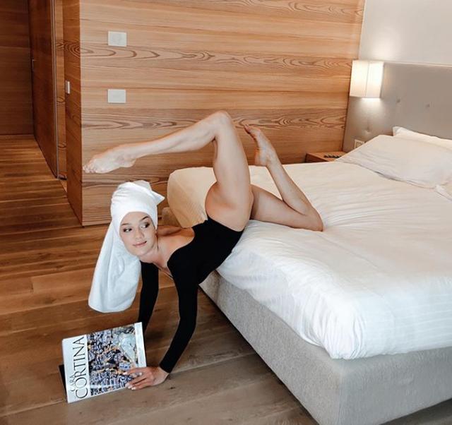 Lëvizje provokuese brenda në pishinë, balerina shqiptare ngre