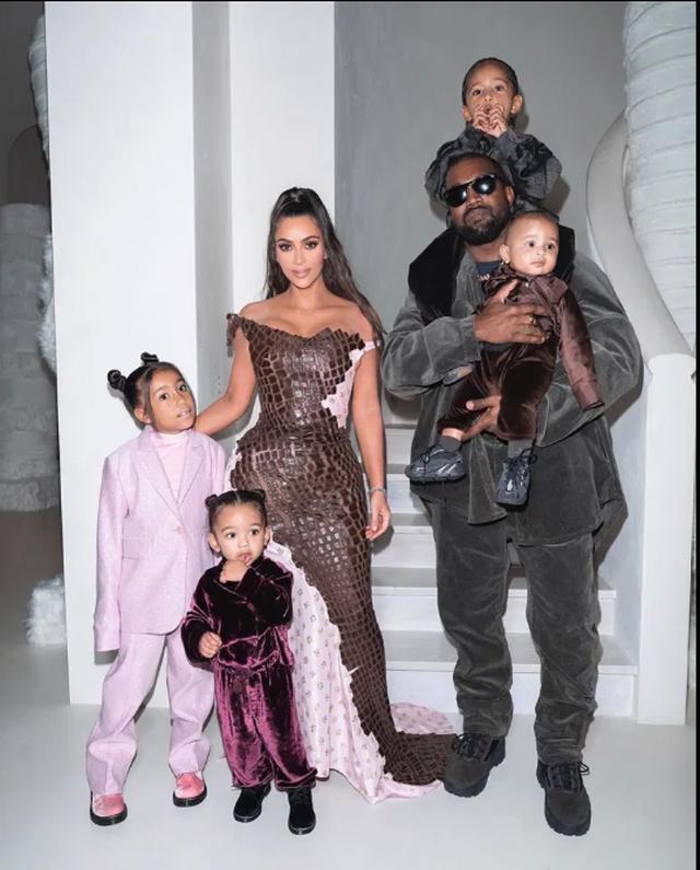 Pas problemeve me bashkëshortin, Kim Kardashian stresohet në