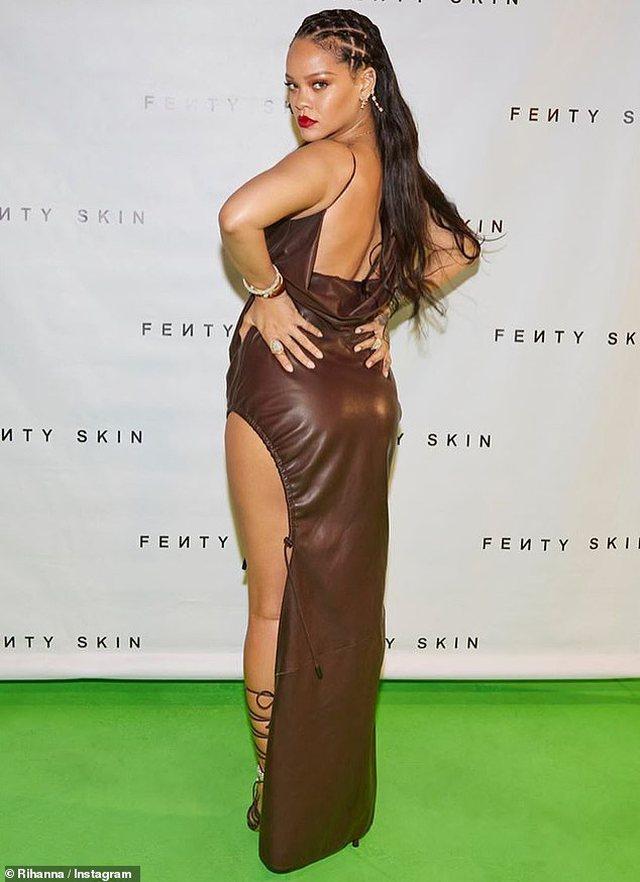 Nuk e ndal asgjë, këngëtarja e famshme super seksi me fustanin