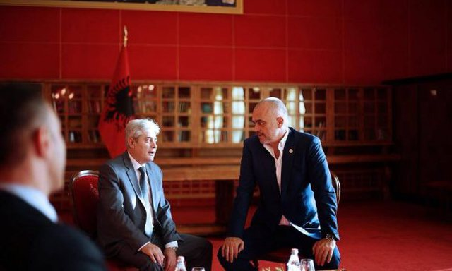 """Tirana zyrtare """"bekon"""" një koalicion të ri mes Ali Ahmetit"""