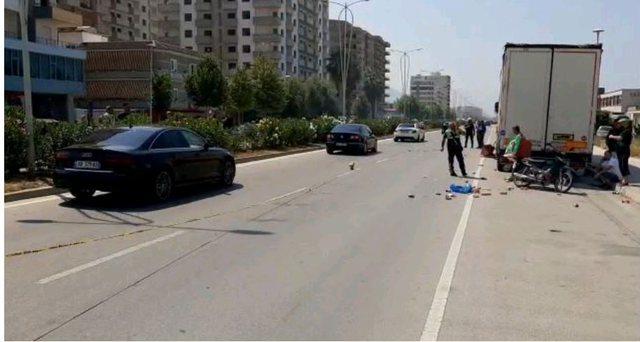 Aksident në Vlorë, motoristi i fast food-it përplas
