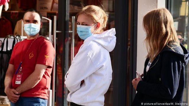 Të rinjtë dhe gratë më të goditur nga pandemia