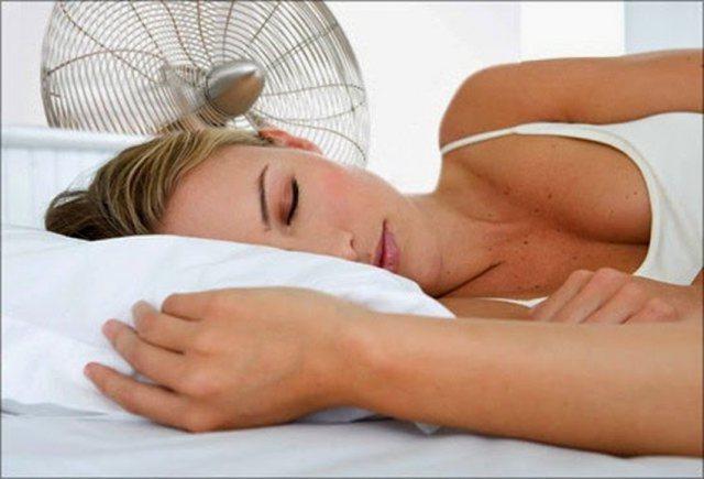 A është e këshillueshme të flesh me freskuesen ndezur? Dy