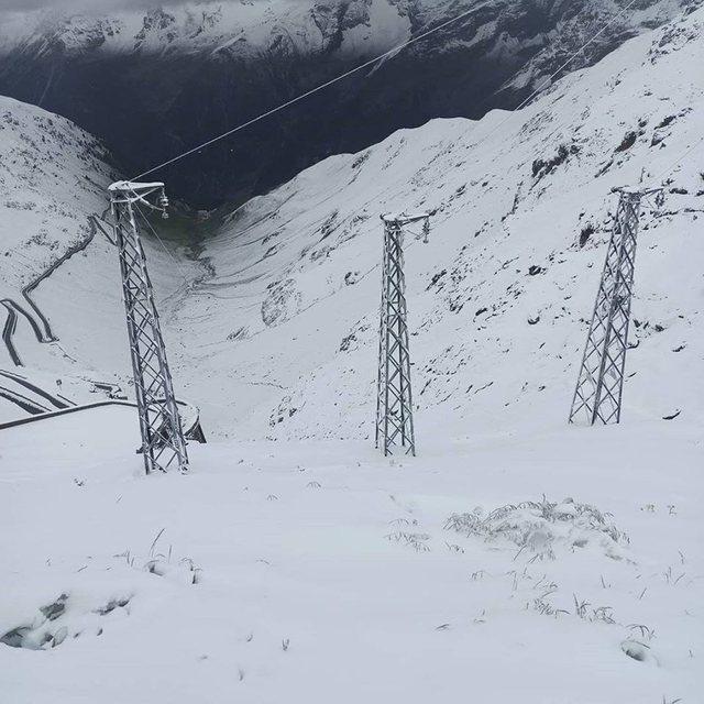 Në mes të verës, bie dëborë në Itali (FOTO)
