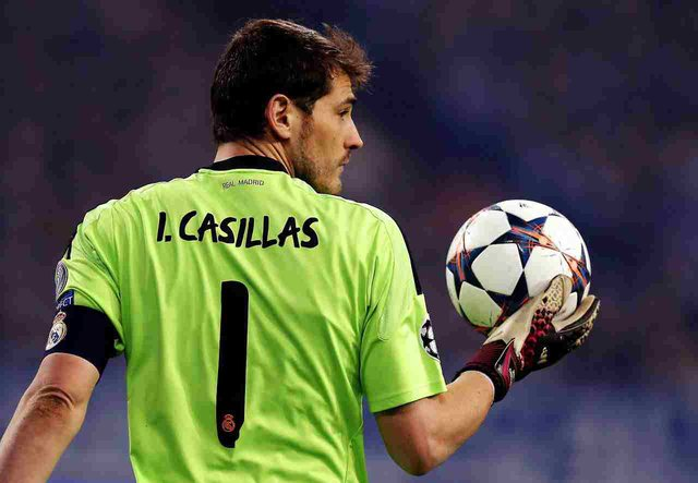 Legjenda e Real Madrid, Iker Casillas, tërhiqet nga futbolli pas 22 vitesh