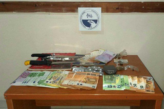 Drogë, armë e mijëra euro/ Policia greke shkatërron grupin