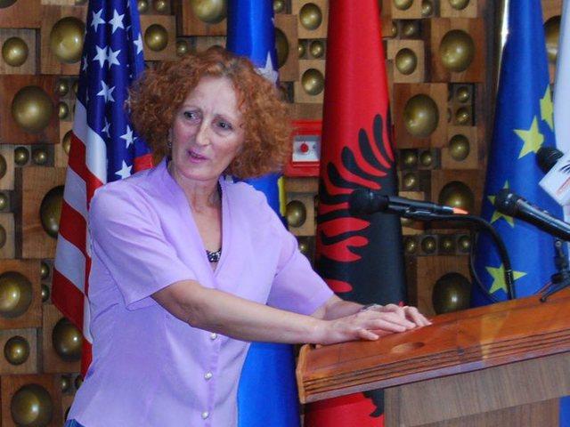 Koronavirusi i merr jetën nënës së ish-deputetes shqiptare