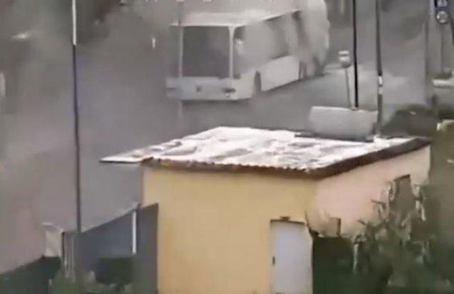 Panik në Tiranë, merr flakë autobusi me pasagjerë, policia