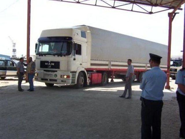 I kamufluar me logon e një mobilerie, kapet kamioni me 200 kg drogë