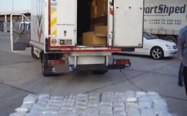 Nga Dibra drejt Maqedonisë/ Ja ku ishin fshehur 370 kg drogë,