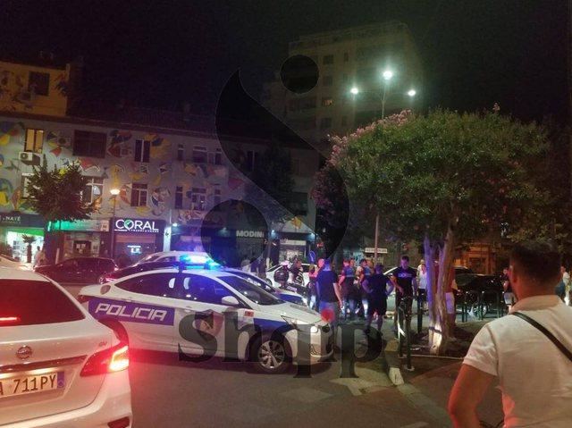 Video/ Përplasje me policinë në mes të Tiranës