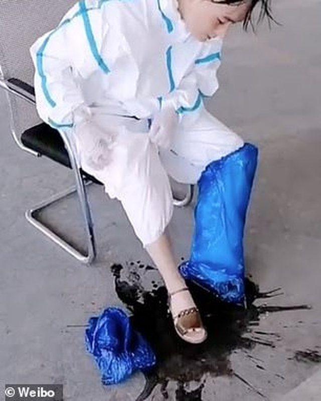 """Djersa derdhet """"lumë"""", pamjet e infermieres që kanë"""