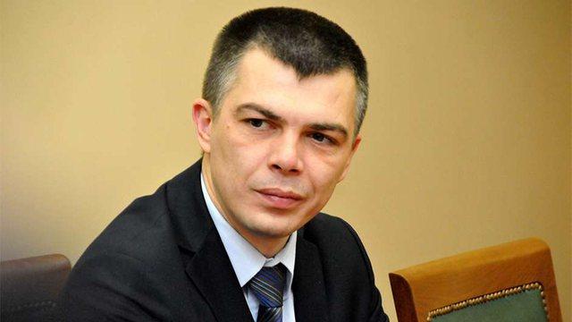 Ish-ministri serb kapet duke pushuar në jug të Shqipërisë