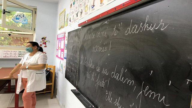 Hapen shkollat në vendin tonë, ja si u ulën nxënësit