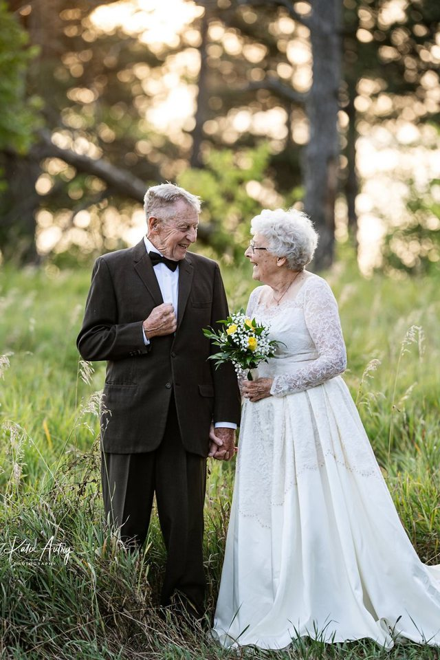 Mbi 80 vjeç e festojnë 60-vjetorin e martesës, fotot e