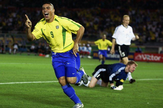 Fenomeni Ronaldo zbulon se cilit lojtar i pastronte këpucët pas