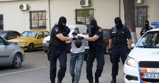Valë arrestimesh, 13 të prangosur në Tiranë/ Pas kontrollit