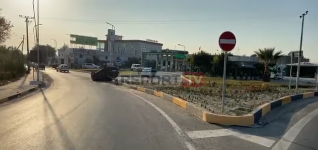 Viktima në asfalt, makina përmbys/ Vdes një vajzë në