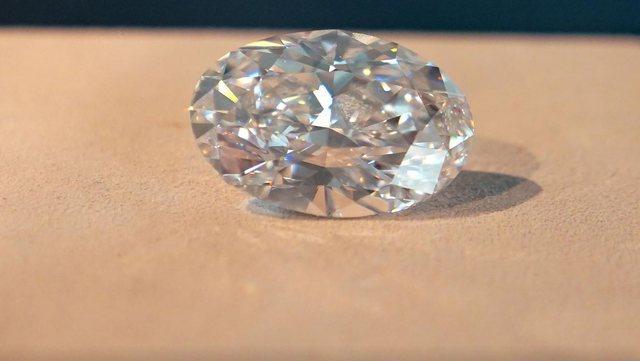 Diamanti i përsosur 102 karat del në ankand, ja shuma